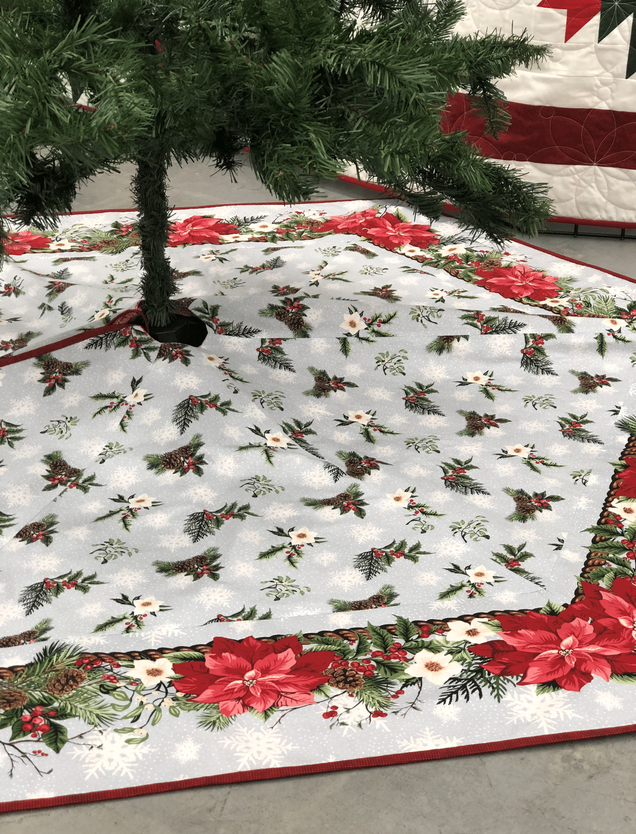 TREE SKIRT with BORDERS 10/25 & 11/1 10AM-4PM - Authorized Vac & Sew